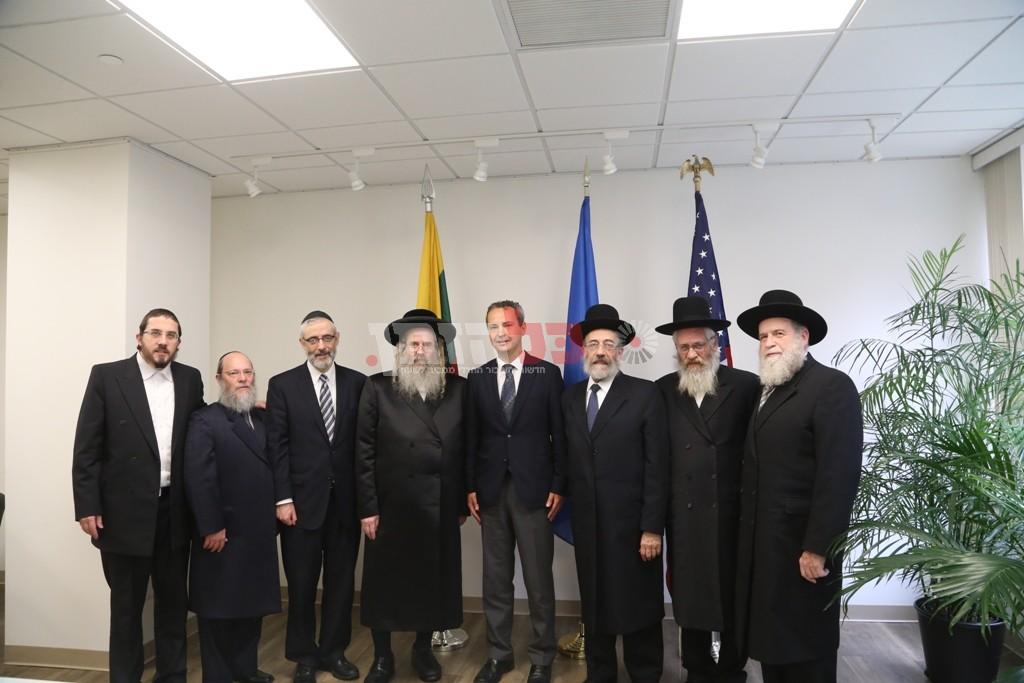 אדמת קודש אצל שגריר ליטא בארצות הברית05