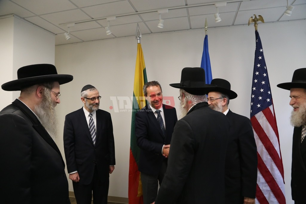 אדמת קודש אצל שגריר ליטא בארצות הברית06