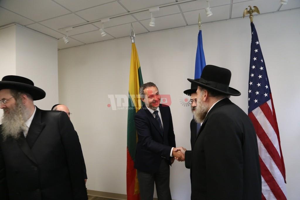 אדמת קודש אצל שגריר ליטא בארצות הברית07