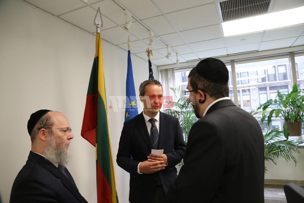 אדמת קודש אצל שגריר ליטא בארצות הברית09