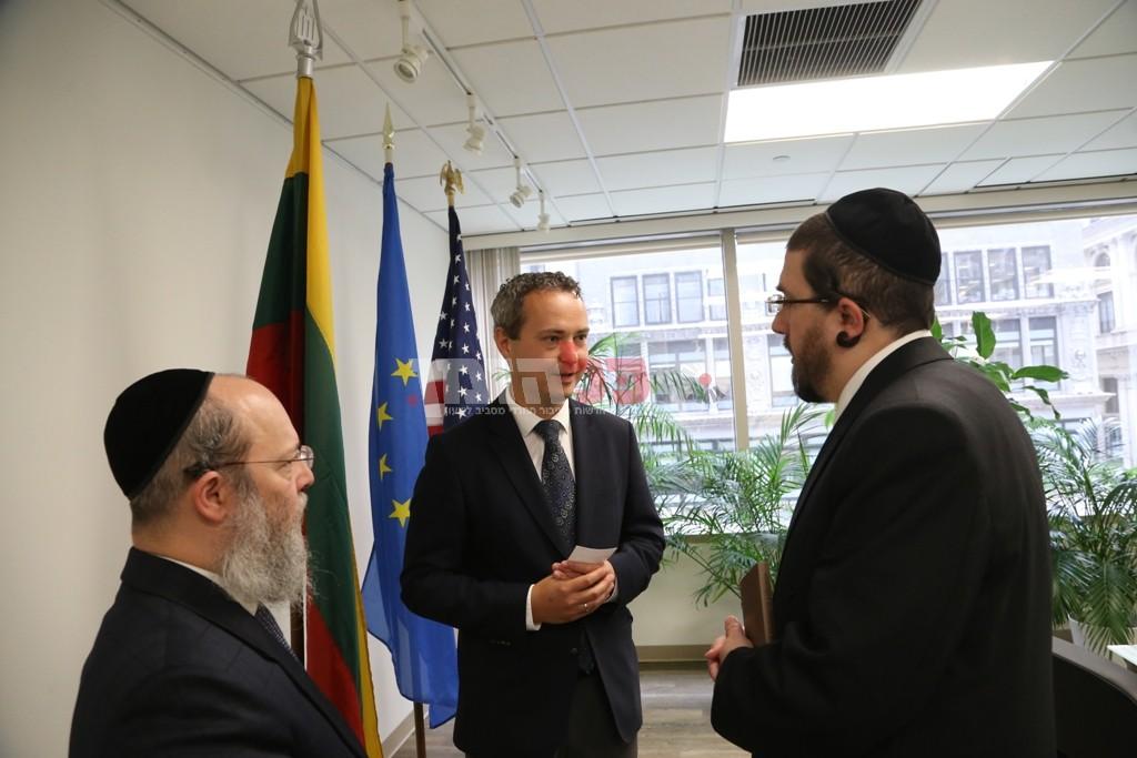 אדמת קודש אצל שגריר ליטא בארצות הברית10