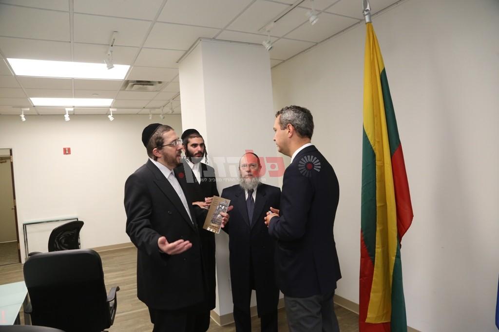 אדמת קודש אצל שגריר ליטא בארצות הברית12