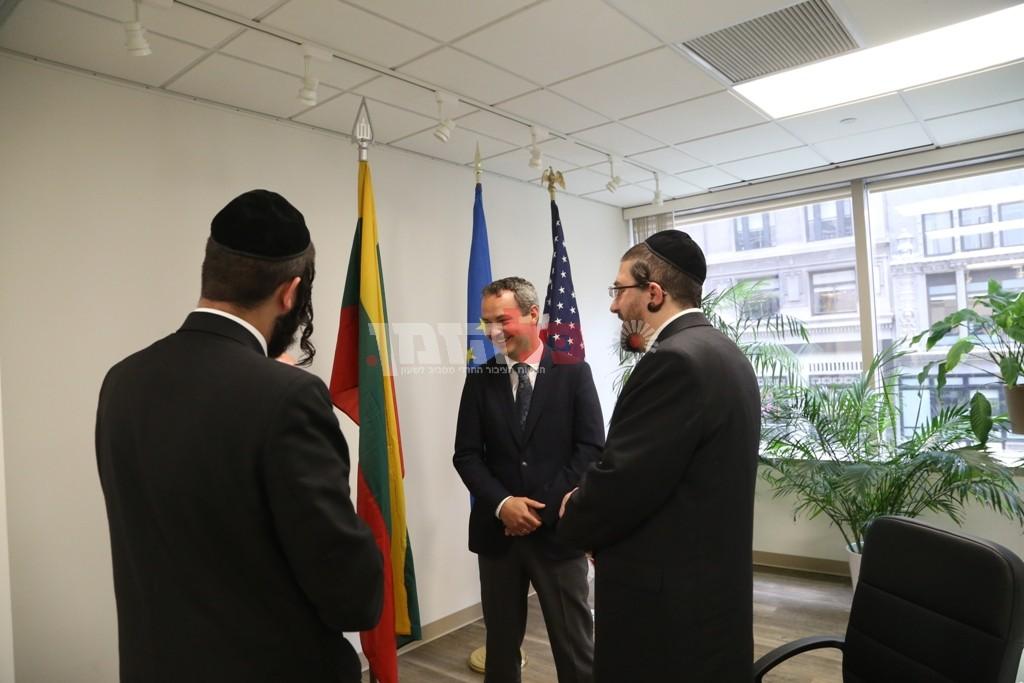 אדמת קודש אצל שגריר ליטא בארצות הברית13
