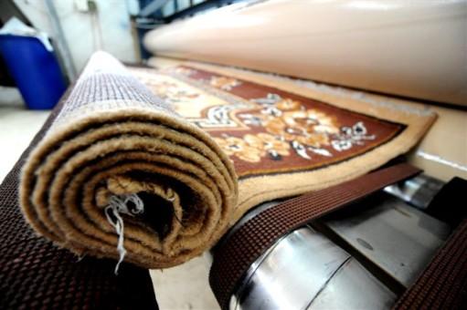 שטיח שסיים ניקוי ובדרך לייבוש ותיקון