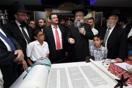 הכנסת ספר תורה אבי בן ישראל, צילום יעקב נחומי (5)