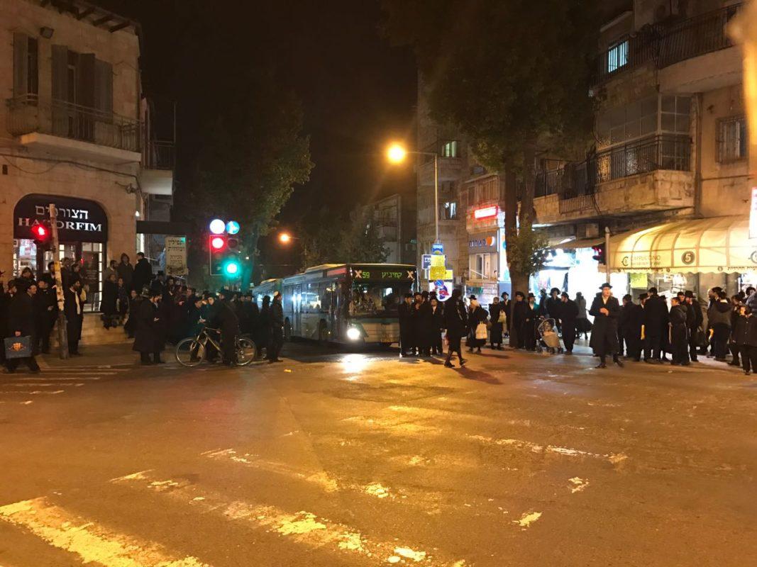 כיכר השבת חדשות: שוב: 'כיכר השבת' בערה בשל הפגנות על מעצר עריק