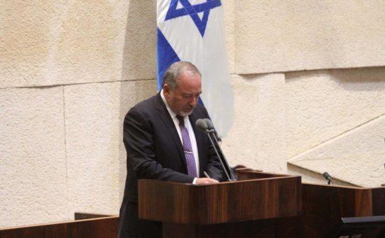 אביגדור ליברמן בעת השבעתו כשר הביטחון