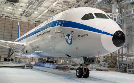 אל על מציגה מטוס רטרו צילום Timothy Stake, Boeing (1)