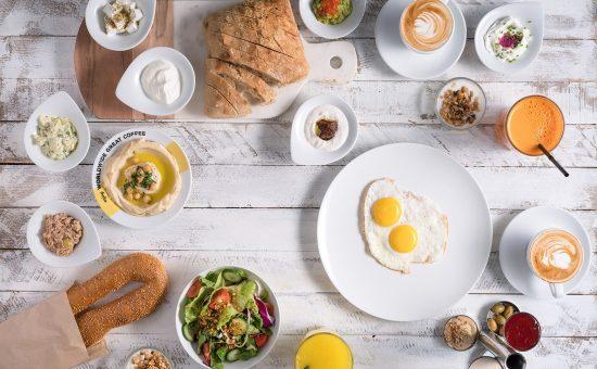 ארוחת בוקר בגרג | צילום: אנטולי מיכאלי