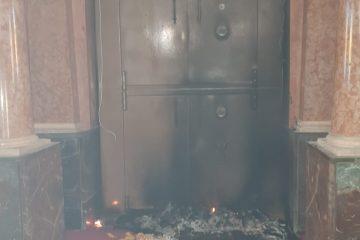 זעזוע: ניסיון הצתה בבית הכנסת המרכזי בפתח תקווה