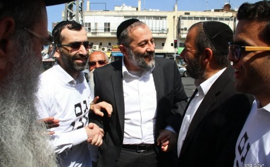 אריה דרעי בסיור בשוק התקווה בתל אביב עם זברלו ואלנתן