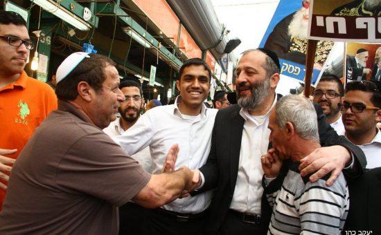 אריה דרעי בסיור בשוק התקווה בתל אביב (31)