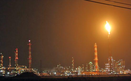 אש תקינה בוערת במפרץ חיפה. צילום שי וקנין (6)