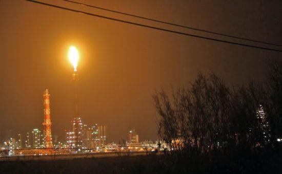 אש תקינה בוערת במפרץ חיפה. צילום שי וקנין (7)