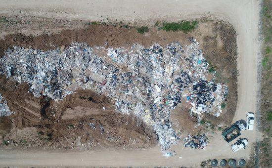 אתר פסולת פיראטי בחוף אשקלון לפני הפינוי צילום - המשרד להגנת הסביבה