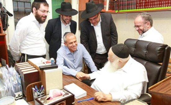 ביקור מנהלי מחוז מרכז מאוחדת אצל הרב קנייבסקי (4)