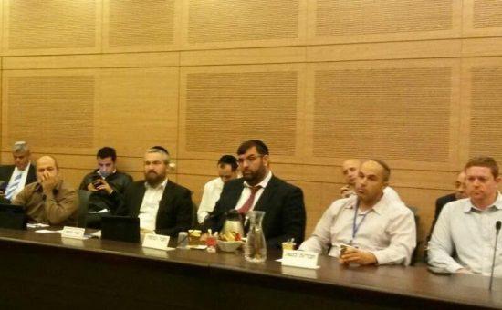 סילברסטיין מלווה את הדיונים בוועדת הפנים של הכנסת