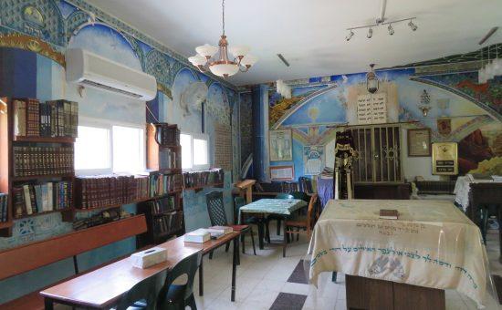 בית הכנסת במבוא מודיעים נותר על כנו