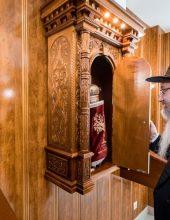 בשל ההנחיות: בית הכנסת נחנך בצמצום קהל