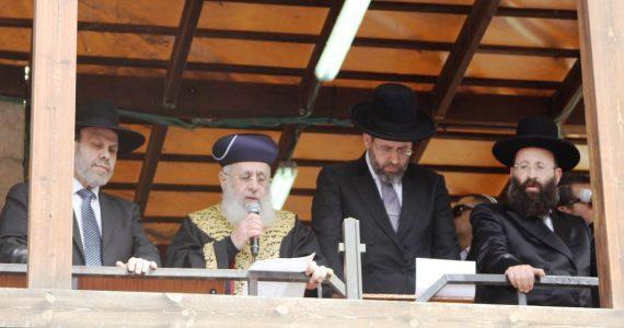 צפו: עשרות אלפים בהקבלת פני הרבנים הראשיים ו'ברכת כהנים'