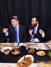 """האדמו""""ר וראש העיר הגיעו לחגוג עם הרב ביסטריצקי"""