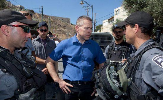 גלעד ארדן ושוטרי מגב