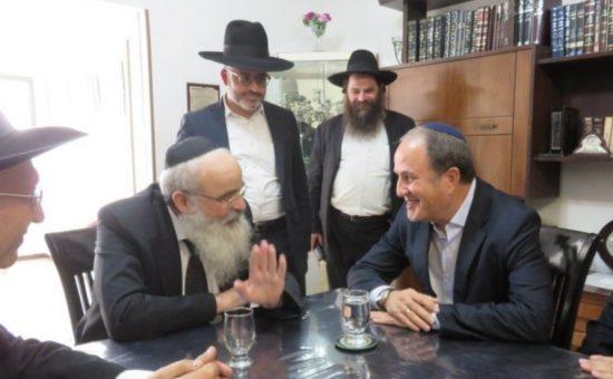 ד''ר יחיאל לסרי עם הרב שמידע ראש ישיבת גרודנא