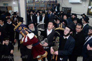 חיפה רקדה עם ספר התורה