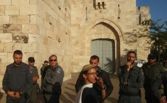 המשטרה חוסמת את כניסת צעדת פעילי הימין לכיוון הר הבית - צילום חוננו
