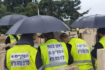 המתנדבים עלו לבקש את סליחת הנפטרים