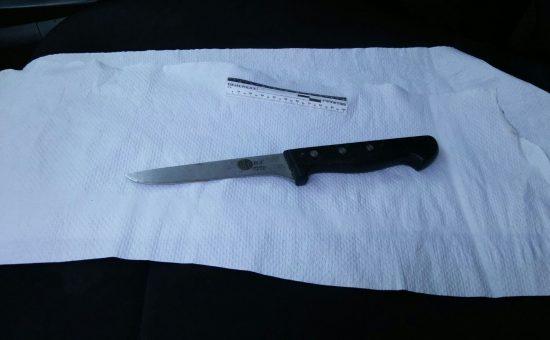 הסכין מהפיגוע. צילום דוברות המשטרה