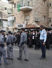 מפגינים בצומת הרחובות ירמיהו – צפניה