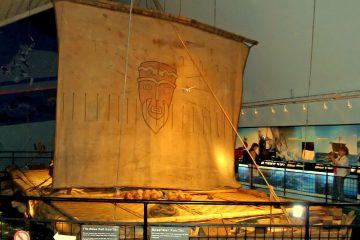 מסע הרפתקני באוקיינוס על רפסודה עתיקה