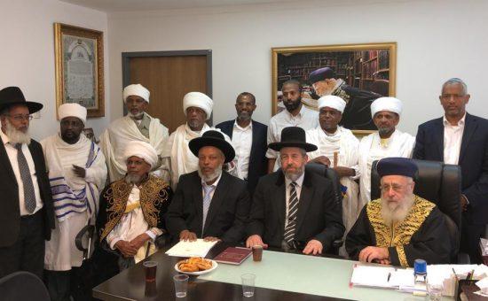 הרבנים הראשים עם ראשי העדה האתיופית