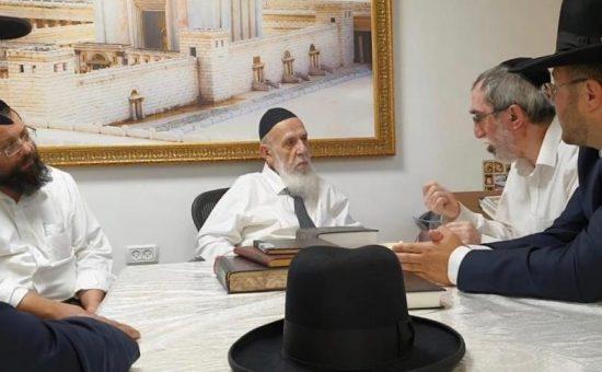 הרב ניסן יוסף עם נציגי שס רמת גן אצל חכם שלום כהן