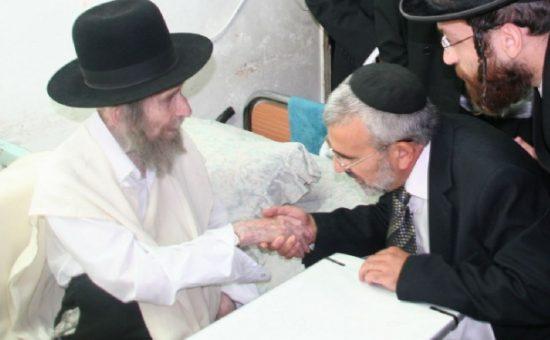 הרב שלמה חדד מקבל את ברכתו של הרב שטיינמן