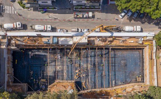 השלמת יציקת יסודות הבניינים במתחם מטרופוליס גבעתיים שדה בוקר 11-15 צילום ניר הופמן