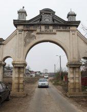 הרס ביאס: השער העתיק נותץ