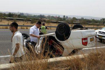 צפו: נמלט מהשוטרים והתהפך בכביש
