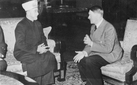 חאג' אמין אל חוסייני בפגישה עם הצורר אדולף היטלר. מתוך הארכיון הגרמני