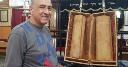 מרגש: ספר תורה בן 110 שנים מתימן נתרם למוזיאון ראשון לציון
