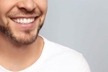 קבלו שיטות ביתיות להבהרת השיניים