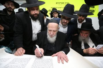 הנשיא חנך את בית הכנסת שעמד בסכנת סגירה