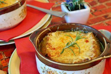 חם וטעים: טוסט גבינה קראנצ'י מלחם פשתן במרק