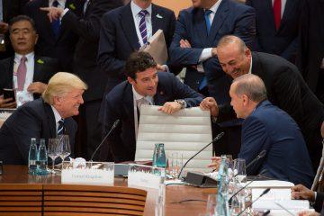 בריטניה יוזמת 'חזית' מול טראמפ