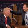 צפו: המראיין בודק אם השיער של טראמפ אמיתי