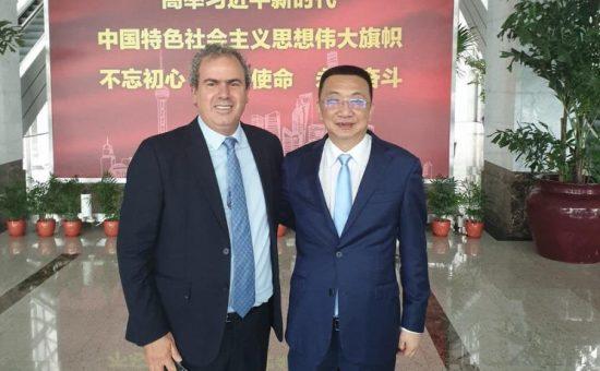 יורם דבש נשיא בורסת היהלומים הישראלית-ונשיא הבורסה של שנגחאי-קיאנג לין -צילום יחצ הבורסה ליהלומים