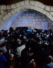 הילולת יוסף הצדיק: מתפללים נכנסו הלילה לקבר יוסף
