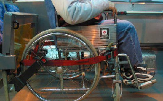 כסא גלגלים באוטובוס