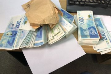 בני ברק: שוטר בתפקיד פרץ לדירה וגנב מזומנים